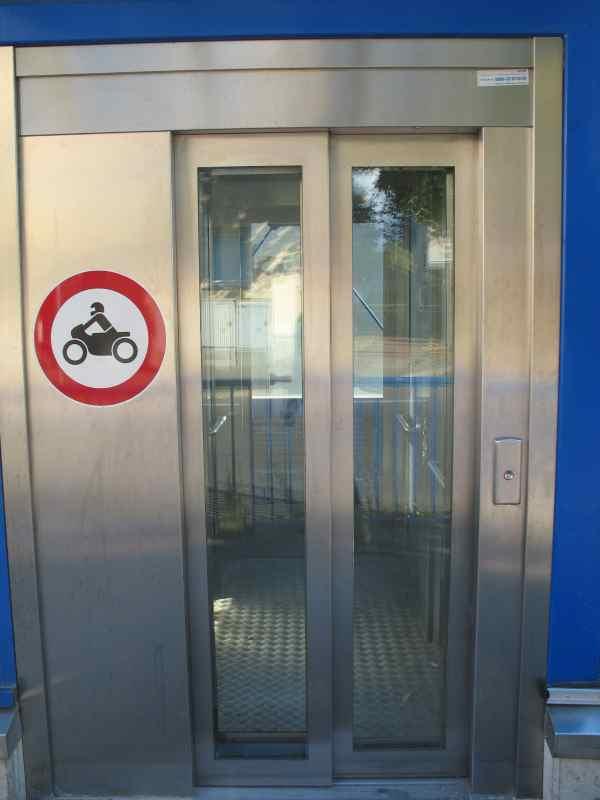 Verwendung des Aufzuges mit dem Motorrad