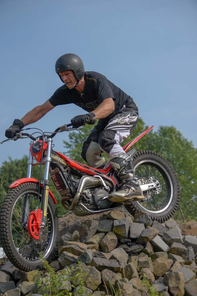 Trial - Motorrad-Akrobatik