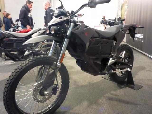 Elektro Motorräder mit Glupschaugen
