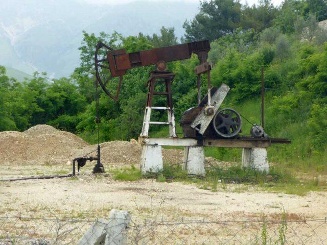 Ölpumpe in Albanien