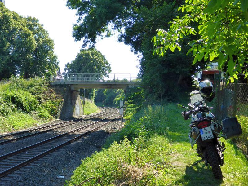 Pfad neben dem Gleis