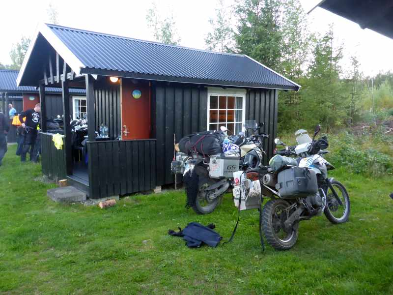 drei Campinghütten