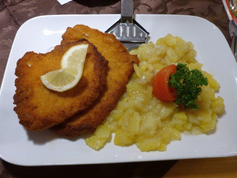 Schnitzel mit Karttoffelsalat