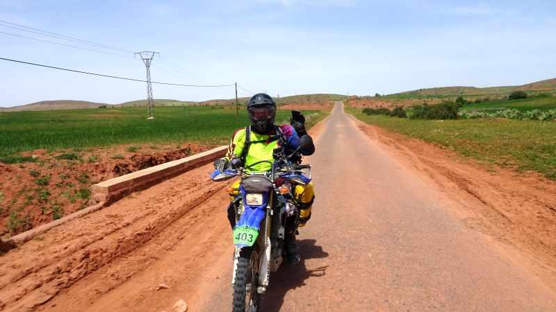 Mit dem kleinen nervösen Motorrad durch den hohen Atlas