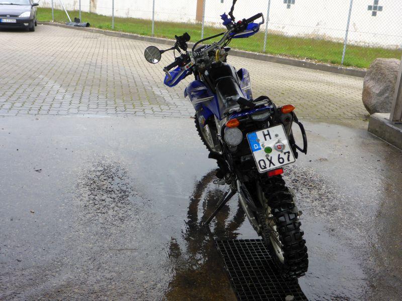 Das kleine nasse Motorrad