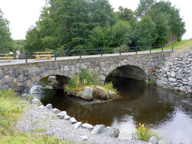 Steinbogenbrücke bei Born