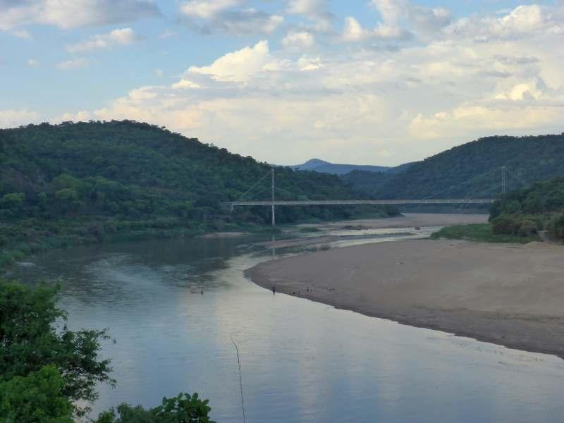 Brücke über den Luangwa