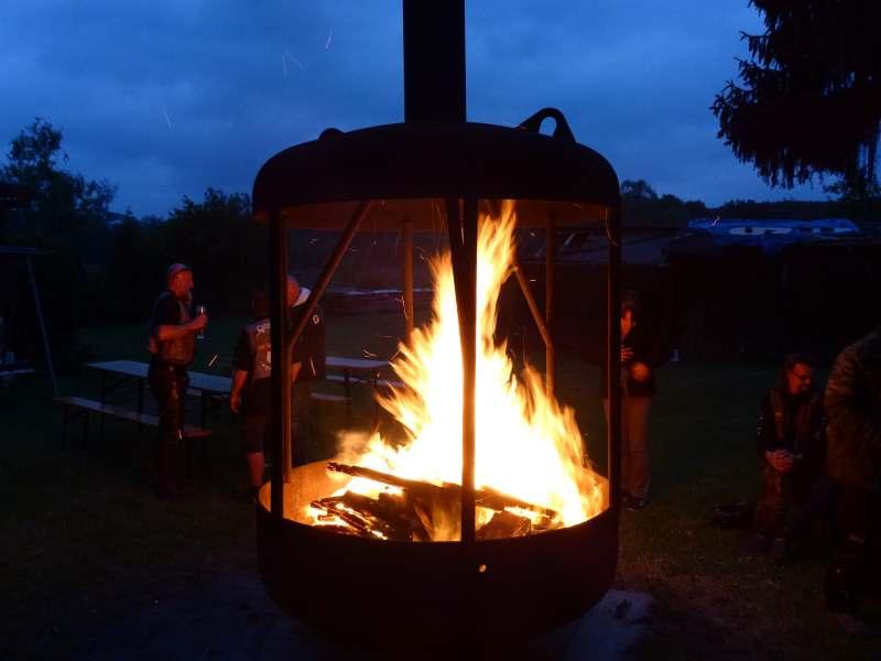 Riesen-Feuertonne