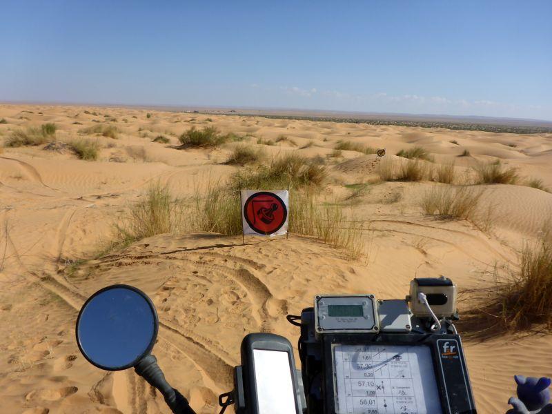 Kontrollpunkt in den Dünen