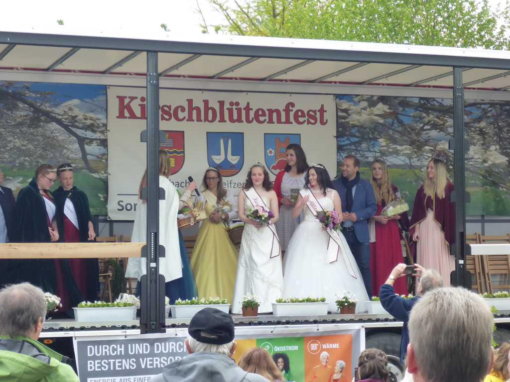 Kirschblütenköniginnen